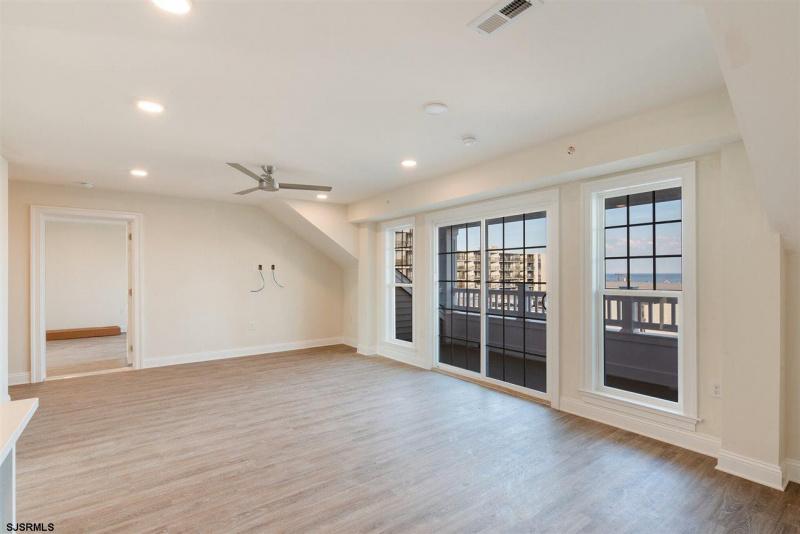 719 10th Street, Ocean City, New Jersey 08226, 3 Bedrooms Bedrooms, 4 Rooms Rooms,3 BathroomsBathrooms,Condominium,For Sale,10th Street,543568