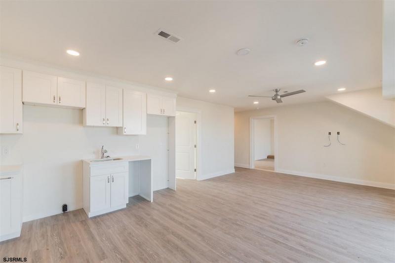 719 10th Street, Ocean City, New Jersey 08226, 3 Bedrooms Bedrooms, 4 Rooms Rooms,3 BathroomsBathrooms,Condominium,For Sale,10th Street,543569