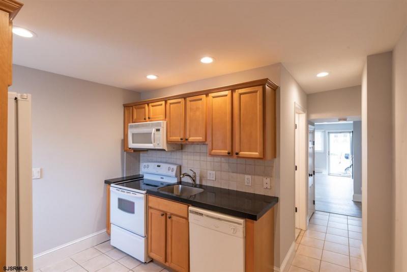 1123 Simpson, Ocean City, New Jersey 08226, 2 Bedrooms Bedrooms, 6 Rooms Rooms,1 BathroomBathrooms,Condominium,For Sale,Simpson,543904